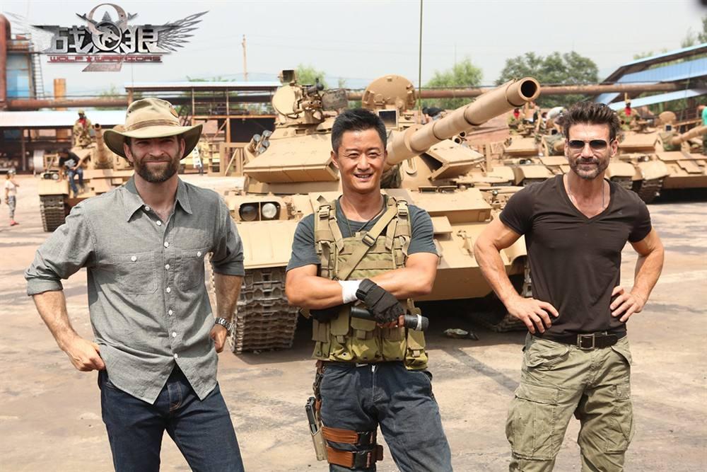 《战狼2》美国首映吴京卢靖姗上海连线惊喜落泪