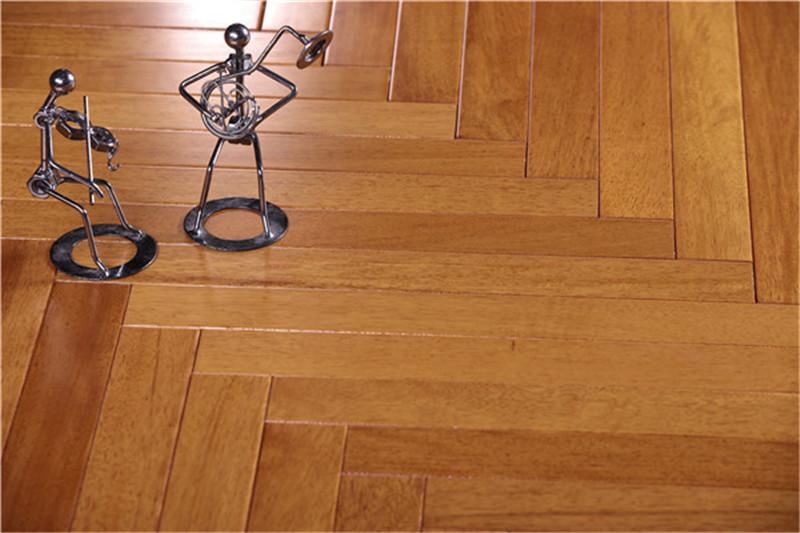未来家地板:铺地板拒绝千篇一律,人字拼让家美出新高度