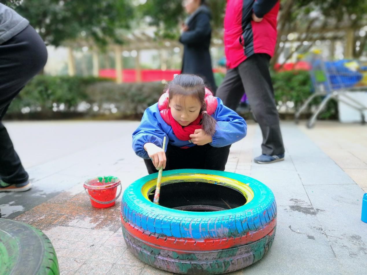 """社区发展轮胎""""变变变""""活动 看小朋友天马行空轮胎画!"""