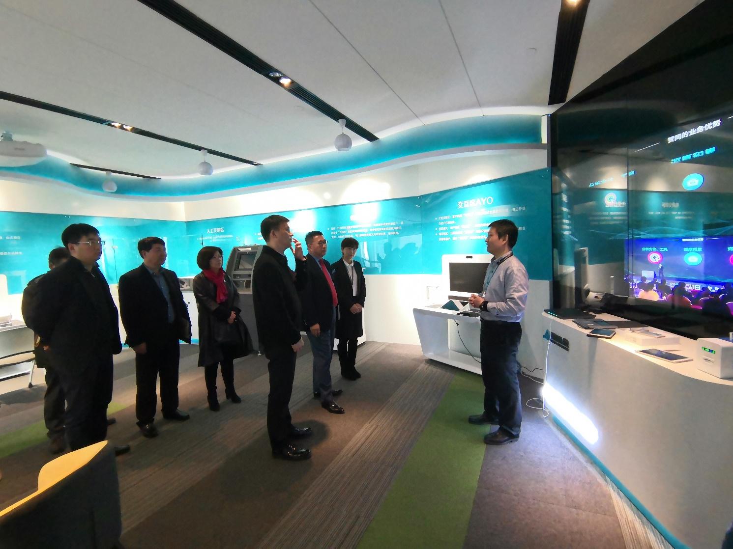上海杨浦区政府谢坚钢区长一行莅临赞同科技调研和指导