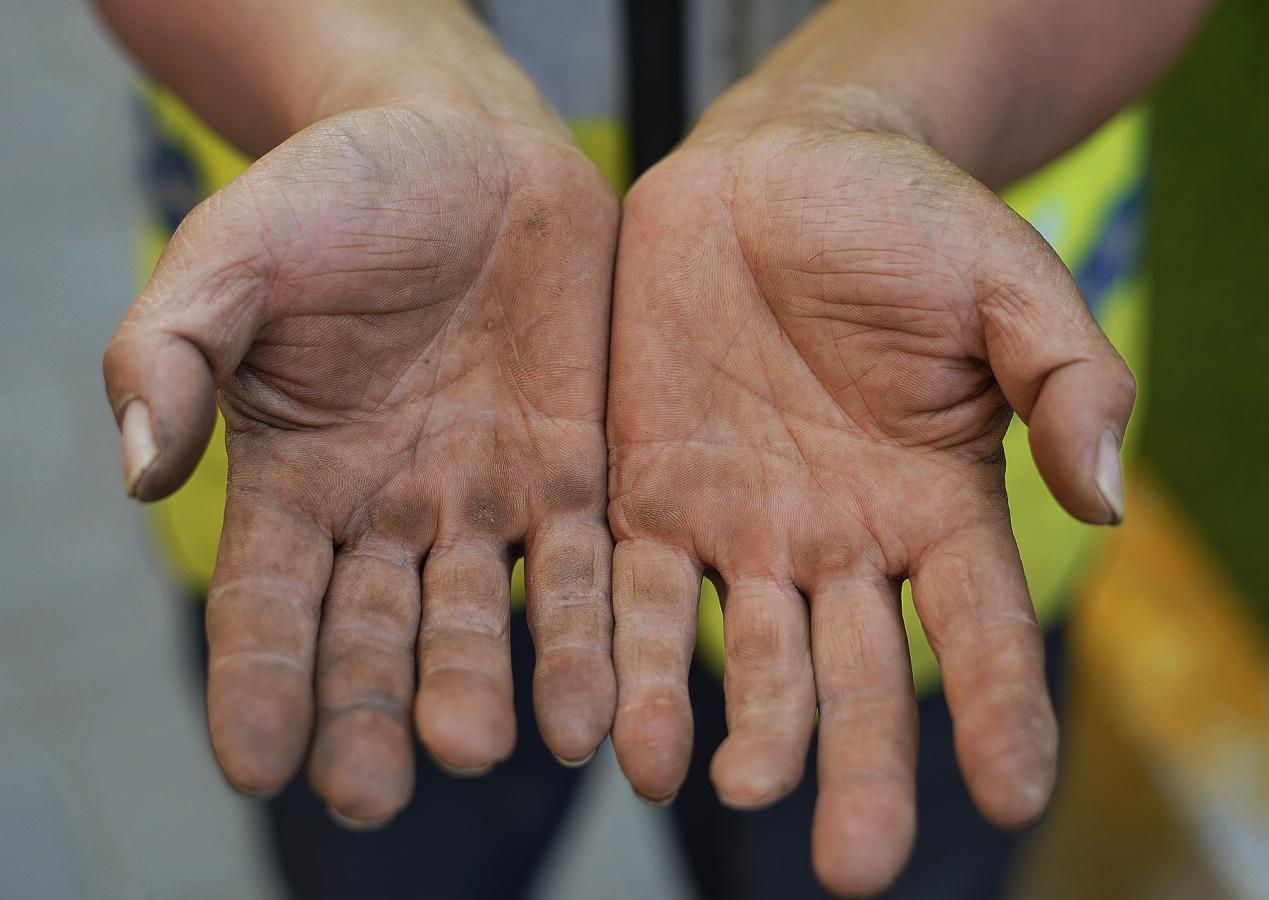 不平凡的双手——致敬光荣的劳动者