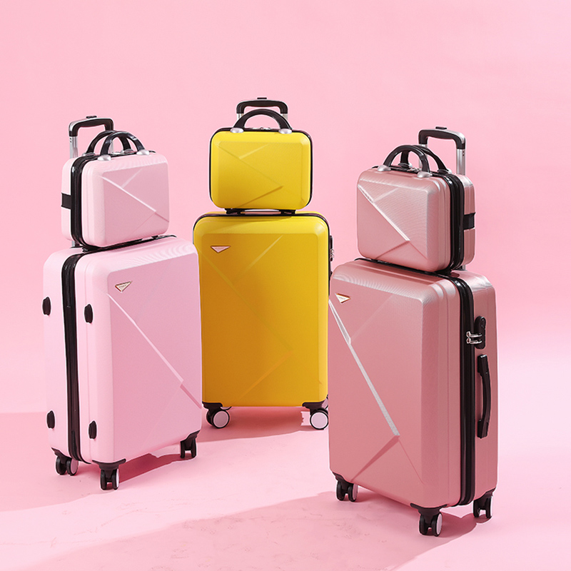个性化时尚定制 彼威崎箱包打造时尚箱包新方向