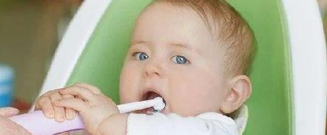 山东淄博口腔网解说怎么给0~3岁的宝宝清洁牙齿?