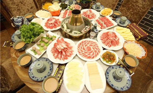 """与鸳鸯锅是底线的四川火锅相比,北京火锅的底线太""""卑微""""了-北京匹夫火锅餐饮"""