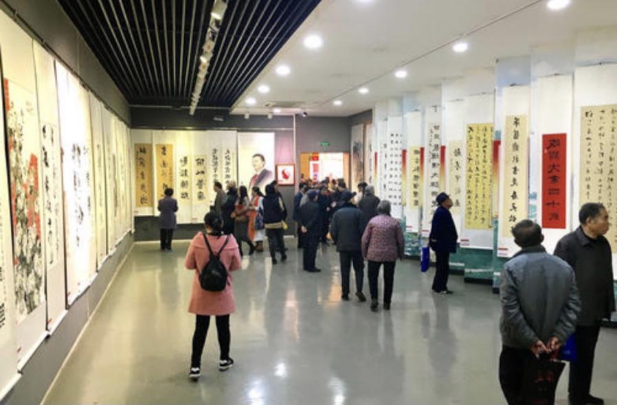 """深入群众 弘扬文化  艺术家韦淋举办画展给基层群众带来一场""""文化盛宴"""""""