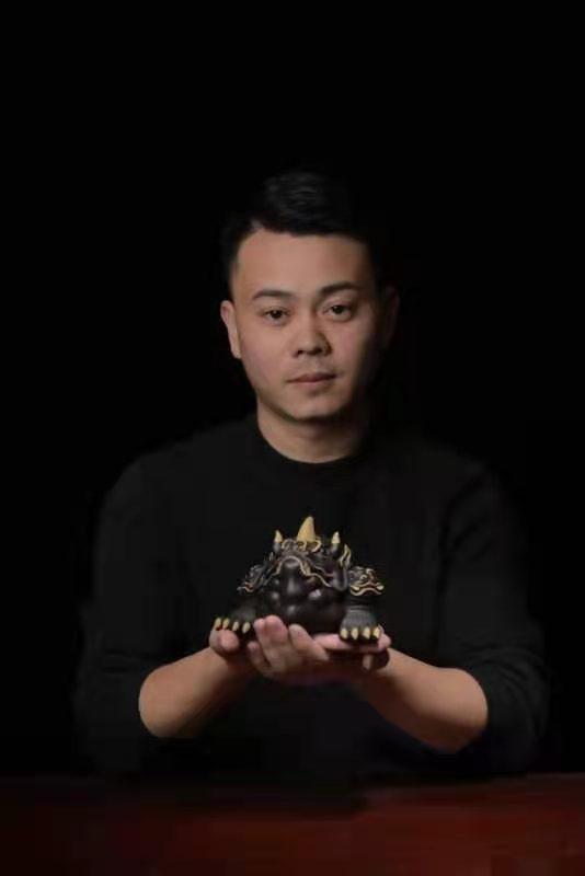汲古铸今的雕塑陶艺家王仁兵,用紫砂勾勒艺术时光