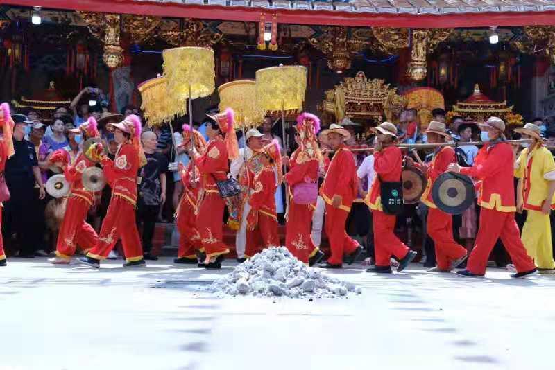 厦门海沧举办保生大帝圣驾巡安文化节 闽南传统民俗文化放异彩